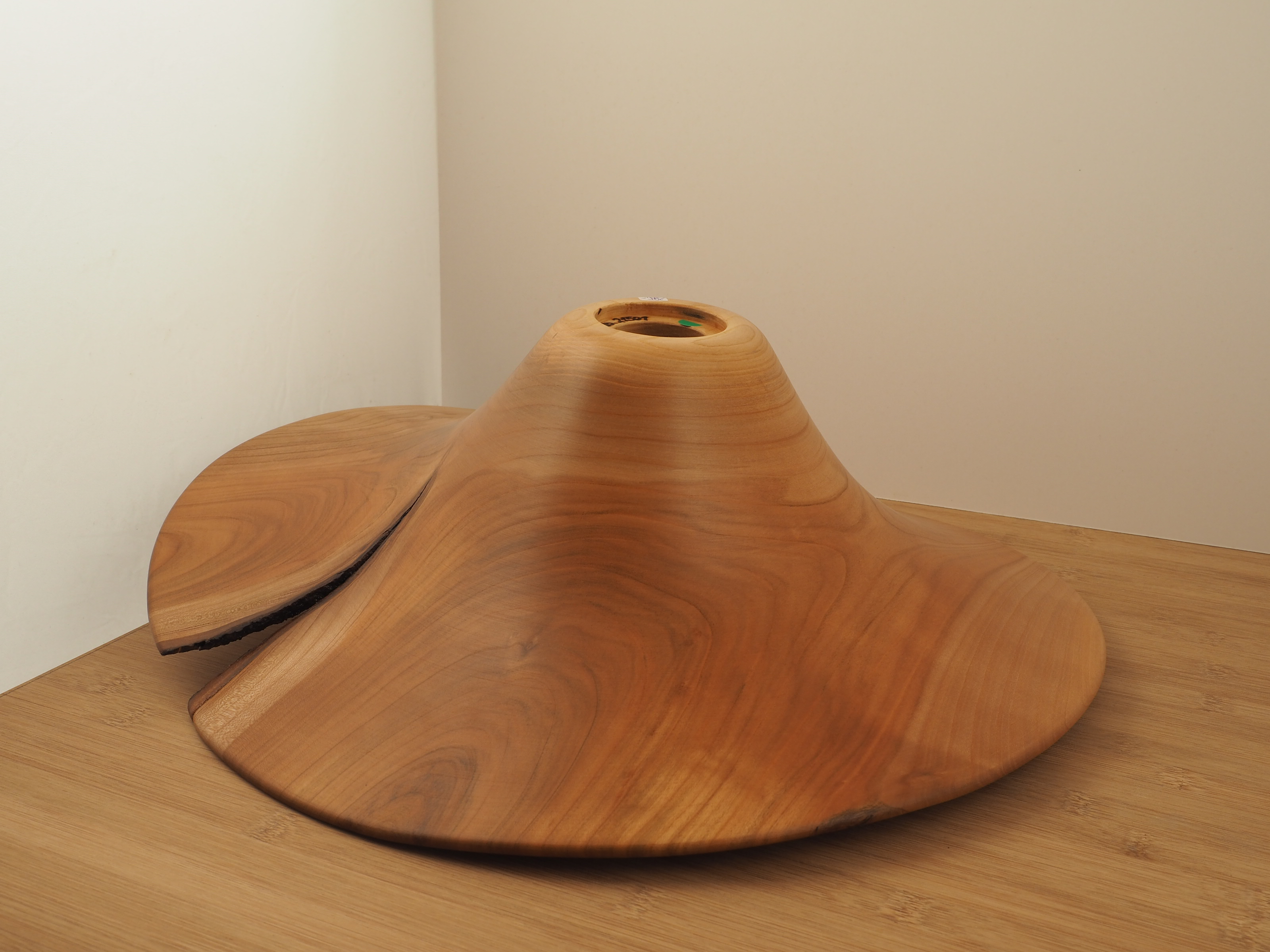 Lampe aus Kirschbaumholz
